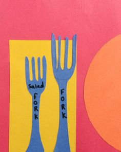 Teach your child how to set the #Thanksgiving table with a cute construction paper diagram! #dinner #kidscrafts