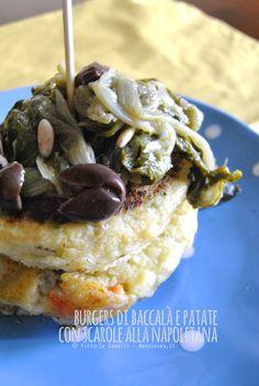 #Burgers di #baccalà e patate con #scarole alla napoletana. Un secondo piatto goloso e divertente! La #ricetta la trovate su http://noodloves.it/burgers-di-baccala-e-patate-con-scarole-alla-napoletana/