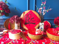 Chinese New Year Chinese Wedding Decor, Chinese New Year Decorations, New Years Decorations, Backdrop Decorations, Dessert Decoration, Chinese Table, Asian Party, Chinese Holidays, Year Of The Rabbit