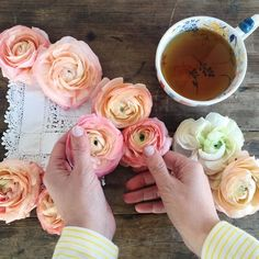 Sunday a day for pottering and plenty of faffing with flowers! xo