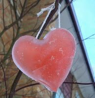 Here is a great and easy tutorial for making frozen ornaments for outside decor. Great for Christmas or Valentine's Day! My Funny Valentine, Valentine Day Crafts, Valentine Decorations, Christmas Tree Decorations, Holiday Crafts, Holiday Fun, Valentines, Frozen Decorations, Saint Valentine
