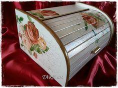 Decoupage bread box, wooden bread box, vintage bread box, bread bin, kitchen decor, beech, flowers, roses, white, Brotkasten, boite à pain.