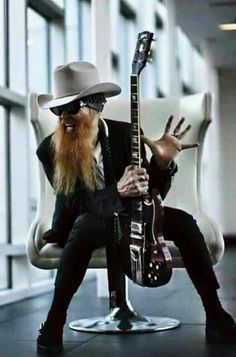 Play Music Easily With These Simple Guitar Tips Billy Gibbons, Zz Top, Bruce Dickinson, Easy Guitar, Cool Guitar, Rock Music, New Music, Frank Beard, Vintage Rock T Shirts