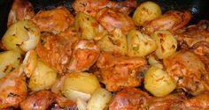 Imagen: megareceitas.com.br   Necesitamos    - 1 pollo  - 300 gramos de cebolla  - romero   - 2 tomates en rodajas  - 2 vasos de sidra + ...