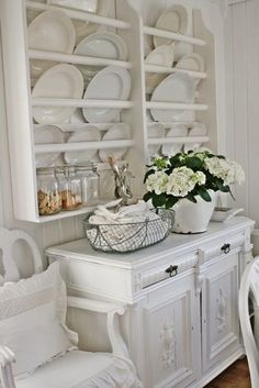 Perfect French Shabby Chic Interior Design – Shabby Chic Home Interiors Plate Shelves, Plate Racks, Plate Rack Wall, Plate Storage, Plate Holder, Shabby Chic Zimmer, Vibeke Design, White Cottage, Shabby Chic Kitchen
