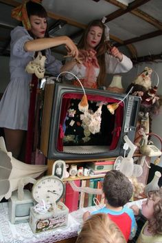 Biog | Theatre of Dolls - The Little Theatre Of Dolls - Frida Alvinzi and Raisa Veikkola