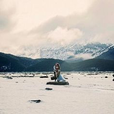 If Las Vegas isn't your bag what about escaping to an Alaskan ice field?  Thanks for the share @alaskadestinationweddings  Photography: @relicphotographic
