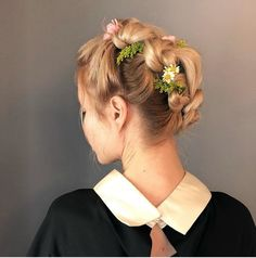 Mane Addicts 17 Bridal Flower Hairstyles and Ways to Use Flowers Into Bridal Hair
