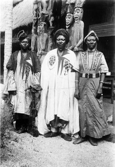 Africa | King Njoya with his son and eldest daughter before the palace.  Cameroon. ca. 1940 - 1950 | ©Anna Wuhrmann