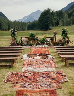 LOBE this outdoor boho bohemian outdoor wedding! The boho accents look amazing :-) Love this outdoor wedding venue as well! Boho Glam Aspen Wedding with rugs lining the ceremony aisle Wedding Themes, Wedding Tips, Wedding Styles, Wedding Planning, Field Wedding, Wedding Quotes, Wedding Season, Wedding Readings, Wedding Ceremony