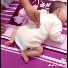 adorable this little 😍😘👶👶 . tag your friends to see it . Baby Boy, Mom And Baby, Baby Kids, Cute Funny Babies, Cute Kids, Cute Little Baby, Little Babies, Cute Baby Videos, Baby Model