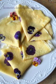 Viola Crepes & Pansy Syrup lovely seasonal breakfast or summer lunch dessert recipe Food Network Recipes, Cooking Recipes, Cookbook Recipes, Good Food, Yummy Food, Crepe Recipes, Flower Food, Edible Flowers, Breakfast Recipes