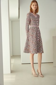 Event Dresses, Modest Dresses, Simple Dresses, Royal Fashion, Look Fashion, Womens Fashion, Classy Outfits, Beautiful Outfits, Tweed Outfit