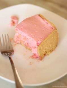 An easy fridge tart recipe made with evaporated milk, red jelly (jello), tinned guavas and coconut biscuits. Guava Desserts, Cold Desserts, Delicious Desserts, Yummy Food, Top Recipes, Sweets Recipes, Baking Recipes, Fruit Recipes, Recipies