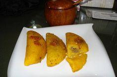 comida panameña   empanadas de maiz rellenas, panama food