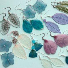 "75 curtidas, 2 comentários - ""Штучки"" украшения с цветами (@shtuchkispb) no Instagram: ""И немного лепестковых серёжек :) #shtuchkispb #resinflower #спб #эпоксидка #цветывсмоле…"" Diy Resin Earrings, Resin Jewlery, Resin Jewelry Making, Paper Earrings, Leaf Jewelry, Resin Necklace, How To Make Earrings, Flower Earrings, Jewelry Sites"