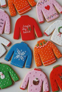 Beyond Retro Christmas Jumpers - Afternoon Crumbs I know what you're thinking. I've seen these biscuits before. I made similar ones a couple. Christmas Biscuits, Christmas Sugar Cookies, Christmas Sweets, Noel Christmas, Retro Christmas, Christmas Goodies, Holiday Cookies, Christmas Baking, Decorated Christmas Cookies