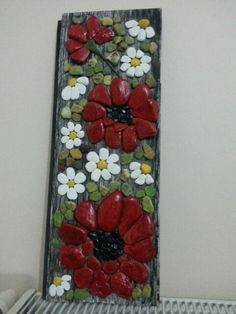 flowers on wood or rock Stone Crafts, Rock Crafts, Diy And Crafts, Arts And Crafts, Pebble Mosaic, Pebble Art, Mosaic Art, Rock Flowers, Pebble Pictures
