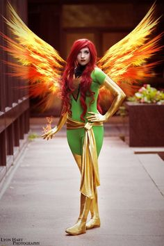 Look at those fire wings! I love this Phoenix cosplay. - 10 Phoenix Cosplays