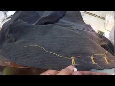 Hoe om 'n knoopsgat oop te maak met 'n lostrekmessie. How to open a button hole with an unpicker. Button Hole, Buttons, Denim, Youtube, Fashion, Moda, Fashion Styles, Fashion Illustrations, Youtubers