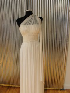 Greek toMe - Wedding & Bridal Blog | Denver Colorado - anna bé    This is the prettiest Greek-y wedding dress ever. Aquanoctian fashion might not be doomed after all!