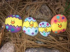Baby chicks Easter chicks in eggs painted rocks Rock Painting Patterns, Rock Painting Ideas Easy, Rock Painting Designs, Pebble Painting, Pebble Art, Stone Painting, Stone Crafts, Rock Crafts, Easter Art