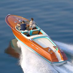 A Riva Aquarama, my dream boat Fast Boats, Cool Boats, Riva Boot, Course Vintage, Wooden Speed Boats, Chris Craft Boats, Luxury Boat, Runabout Boat, Classic Wooden Boats