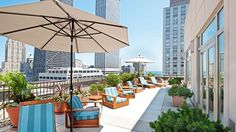 Chicago luxury hotels, set in the heart of the Magnificent Mile along North Michigan Avenue, The Peninsula Chicago offers a range of inviting & luxurious accommodations ranging from rooms to suites.