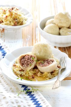 Meat dumplings with homemade dough and coleslaw Austrian Recipes, Hungarian Recipes, Vienna Food, Austrian Cuisine, Low Carb Burger, I Love Food, Soul Food, Food Dishes, Food Porn
