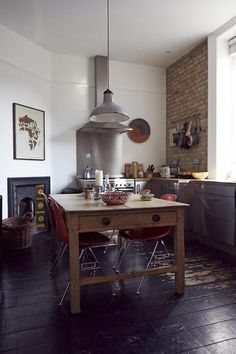 vintage accents and rustic touch (via desiretoinspire.net)