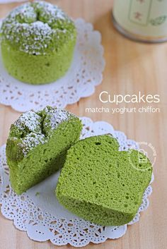 These matcha yoghurt chiffon cupcakes are put together with leftover egg whites from making some hollandaise sauce; the ever available low fat plain yoghurt in the fridge, plus a new can of matcha gre