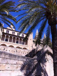 Palma de Mallorca Louvre, Mansions, House Styles, Building, Travel, Home Decor, Palmas, Majorca, Viajes