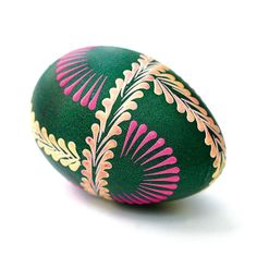 pisanka aut. Antonina Supruniuk Eastern Eggs, Easter Egg Crafts, Egg Art, Pointillism, Egg Decorating, Dot Painting, Diy And Crafts, Rocks, Carving