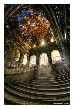 El Escorial, cerca de Madrid, España. Nombrada patrimonio de la humanidad desde 1984, su funcionamiento son un monasterio, palacio real, el museo y la escuela. Absolutamente impresionante por el aspecto de la misma.