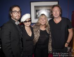 Sean Lennon and his Mother, Yoko Ono. Cynthia Lennon and her son Julian Lennon. John Lennon Yoko Ono, Julian Lennon, Foto Beatles, The Beatles, Beatles Photos, John Lennon First Wife, Morrison Hotel, Step Kids, The Fab Four