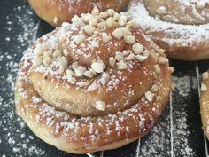 Homemade cinnamon buns recipe at www.chillibitten28.net Cinnamon Bun Recipe, Buns, Doughnut, Sweet Tooth, Homemade, Cake, Desserts, Recipes, Food