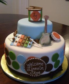 Music instruments are made of fondant.