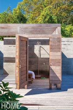 Things We Love: An Outdoor Shower - Design Chic Design Chic Outside Living, Outdoor Living, Outdoor Bathrooms, Outdoor Showers, Pool Shower, Garden Shower, Pool Bathroom, Small Courtyard Gardens, Open Showers