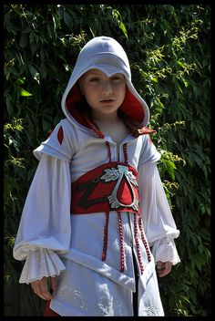 Words cannot describe the cuteness of this picture! Best Assassin's Creed cosplay ever!