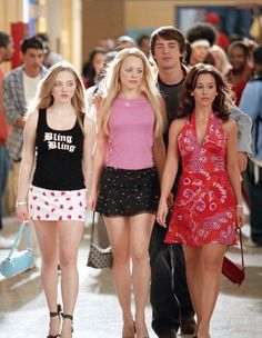 Mean Girls Dir. Mark Waters Written by Tina Fey - Mean Girls Dir. Mark Waters Written by Tina Fey Source by culturacolectiva - Regina George, Tina Fey, Amanda Seyfried, Mean Girls Outfits, Mean Girls Movie, Karen Mean Girls, Mean Girls Gretchen, Mean Girls Costume, Girl Costumes