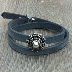 Sieraden, Verstelbare dubbele leren armband zeeuwse knop. www.sieradenwebshop.com