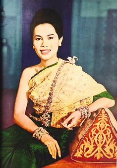 HM The Queen Sirikit of Thailand King Phumipol, King Rama 9, King Of Kings, King Queen, Hm The Queen, Her Majesty The Queen, King Thailand, Queen Sirikit, Thai Traditional Dress