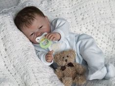 "These ""reborn"" dolls are remade to look remarkably real - so lifelike, in fact, that some women carry them around in public and accept com. Reborn Babies For Sale, Reborn Dolls For Sale, Baby Dolls For Sale, Life Like Baby Dolls, Cute Baby Dolls, Newborn Baby Dolls, Beanie Babies, Baby Born, New Dolls"