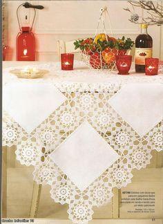 Mantel de mesa en cuadros de tela y crochet