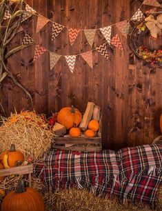 Wooden Wall With Pumpkins Haystack For Halloween Photography Backdropj 0730 - Halloween Makeup Halloween Photography Backdrop, Halloween Backdrop, Halloween Decorations, Harvest Party Decorations, Photography Backdrops, Dance Decorations, Halloween Fotos, Fall Halloween, Halloween Halloween