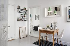 This cozy and tastefully renovated 32 square meters Scandinavian studio apartment we just spotted on Alvhem is located in Linnéstaden, Gothenburg, Sweden.