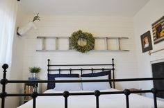 DIY Home Decor Style 8647485522 Georgeous stylish to design a satisfying inexpensive home decor diy mason jars Stylish home decor suggestions imagined on this creative moment 20181215 Stylish Home Decor, Diy Home Decor, Bedroom Retreat, Bedroom Inspo, Bedroom Inspiration, Master Bedroom, Sharpie Wall, Family Room Addition, Faux Shiplap