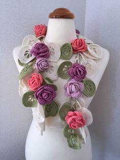 Crochet necklace fujbkk Crochet Flower Patterns, Crochet Flowers, Crochet Lace, Freeform Crochet, Irish Crochet, Crochet Scarves, Crochet Clothes, Yarn Crafts, Bead Crafts