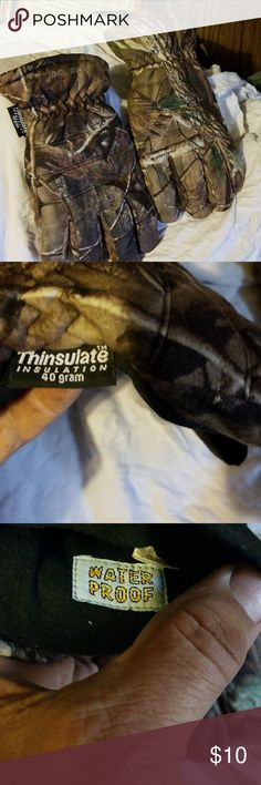 """Insulated hunting glows 10"""" long from wrißt to middle finger and about 20"""" around Other"""
