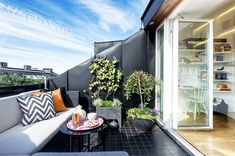 terrace balcony Best 50 Rooftop Terrace Ideas for Your Home and Remodel - Home of Pondo - Home Design Rooftop Terrace Design, Small Terrace, Balcony Design, Terrace Ideas, Rooftop Deck, Porch And Balcony, Patio Roof, Terrasse Design, Residential Roofing